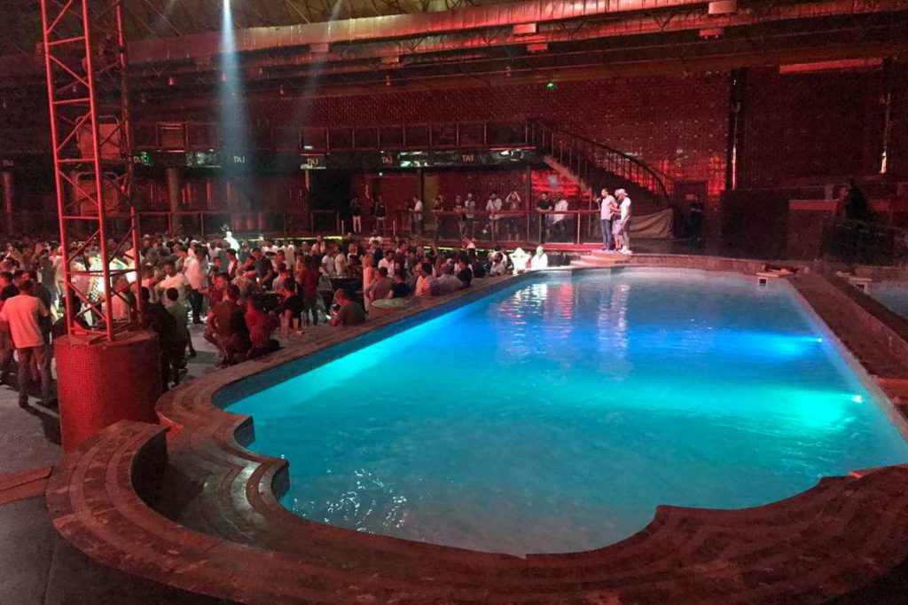 Party in Sharm El Sheikh in der naama bay